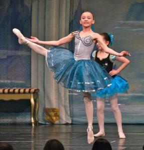 Ballettschule-Stuttgart_Schwanensee_solo_29